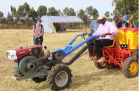 Louisa Cass (DFAT Kenya and South Sudan) has a good look at the Fitarelli Seeder from Brazil